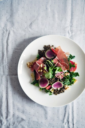 Lentil salad with vegetables and ham (seen from above)