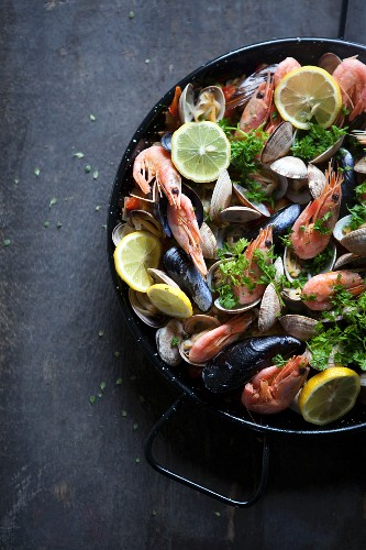 Paella with mussels and prawns