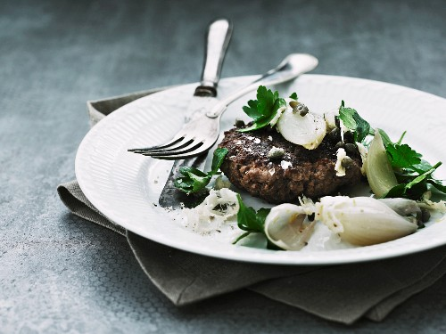 A venison burger with shallots, horseradish, capers and parsley