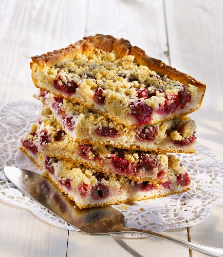 Cherry crumble cake