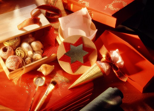 Christmas Craft Materials to Make Gift Packaging