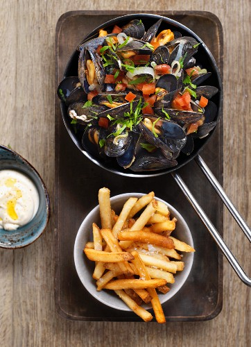 Mussels in a vegetable and herb broth served with fries and aioli