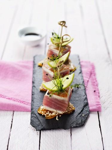 Diced tuna on sesame seed brittle