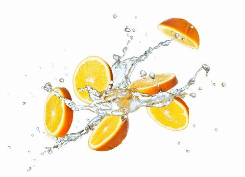 Orangenscheiben mit Wassersplash