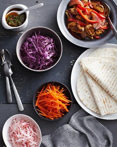 Chilli chicken fajitas with fresh raw vegetables