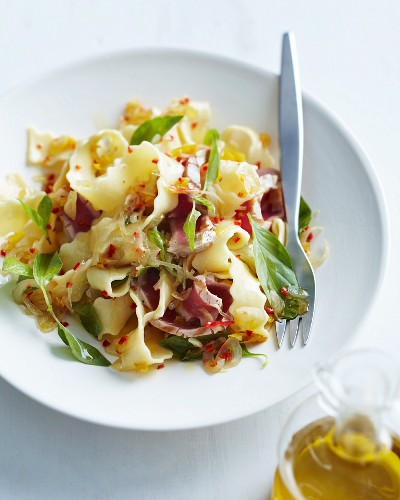 Tagliatelle with tuna fish, chilli and lemons