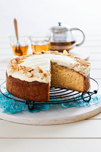 Almond cake with caramelised apples and Amaretto cream