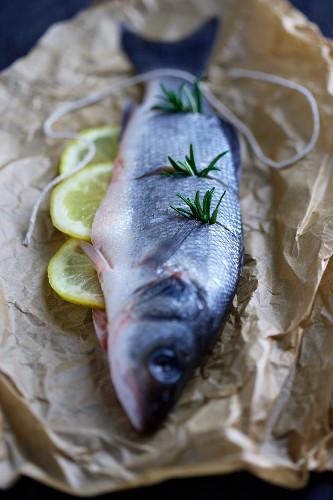 Fresh sea bass with lemons and rosemary