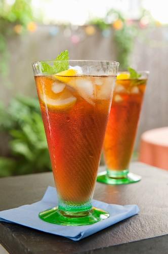 Iced tea with lemon