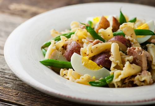Tuna nicoise salad with pasta and red potatoes