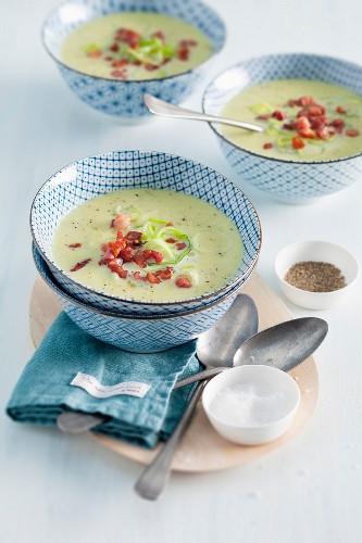 Dutch leek soup with bacon