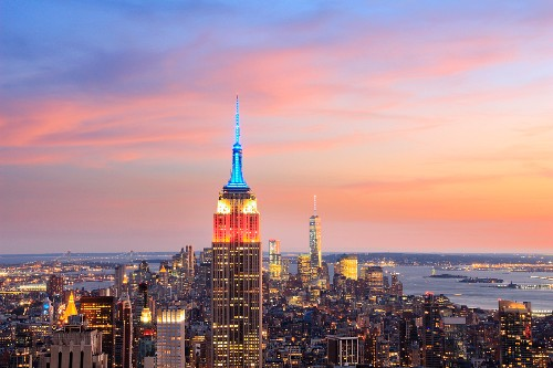 The skyline of Manhattan with the Empire State building (New York, USA)