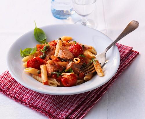 Rigatoni mit Tomaten-Thunfisch-Sugo