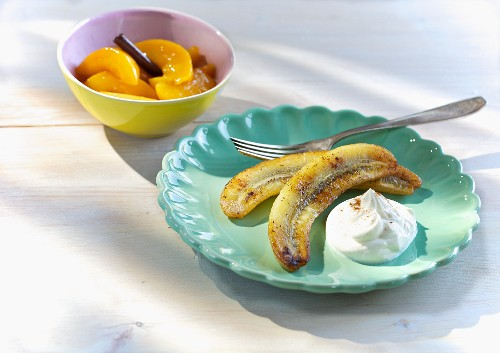 Baked bananas with peach compote and cinnamon quark
