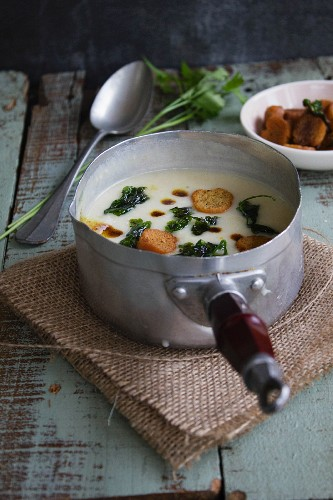 Potato soup with leek, fennel, butter and curry