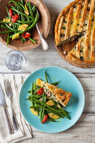 Pizza rustica with green beans, yellow courgettes and tomatoes