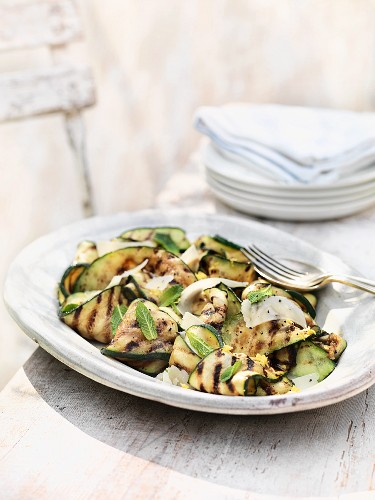 Courgette salad with lemon and Parmesan cheese