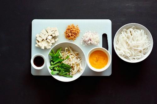 Zutaten für Pad Thai (Nudelgericht, Thailand)