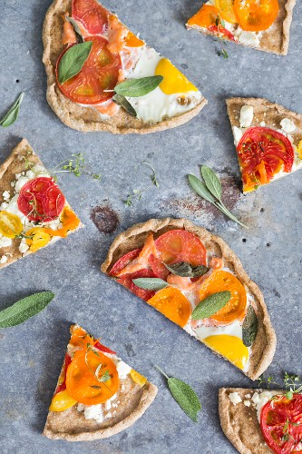 Pieces of wholemeal pizza with tomatoes, egg and sage