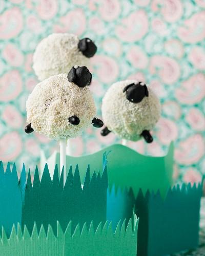 Cake pop sheep