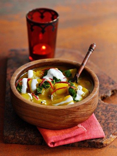 Indische Kartoffelsuppe mit Joghurt