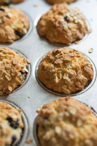 Heidelbeer-Joghurt-Muffins mit Haferflocken im Muffinblech