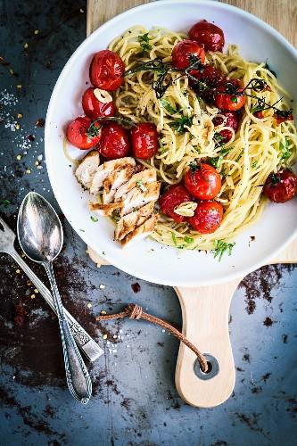 Spaghetti mit Balsamico-Tomaten und Hähnchenbrust