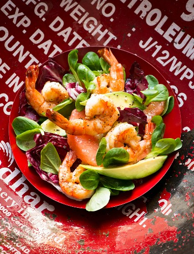 Prawn salad with grapefruit and avocado
