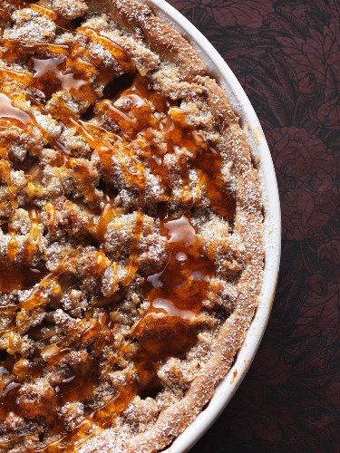 Pear and apple pie with rosemary