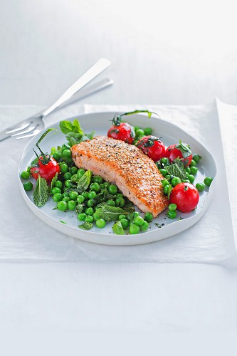 Fried salmon with tomatoes and peas