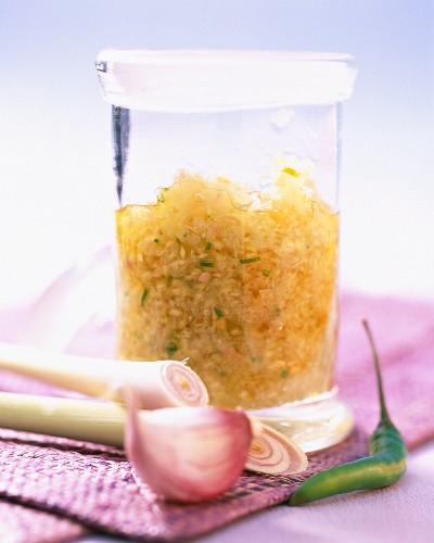 Scharfe Würzpaste mit Zitronengras, Knoblauch und Curry