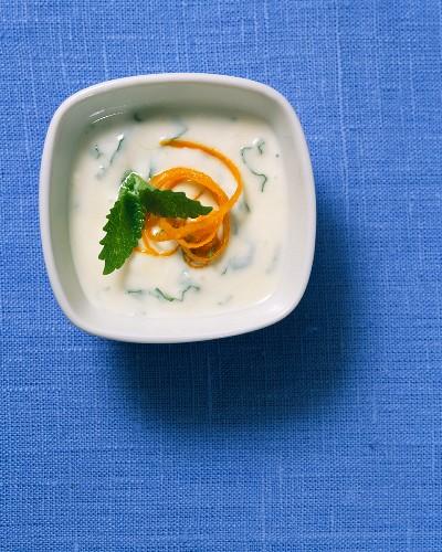 A yoghurt dip with lemon balm and honey