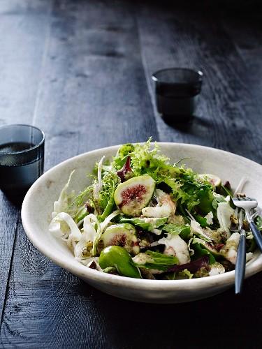 Salad of figs, scampi arrosto and salsa delicata
