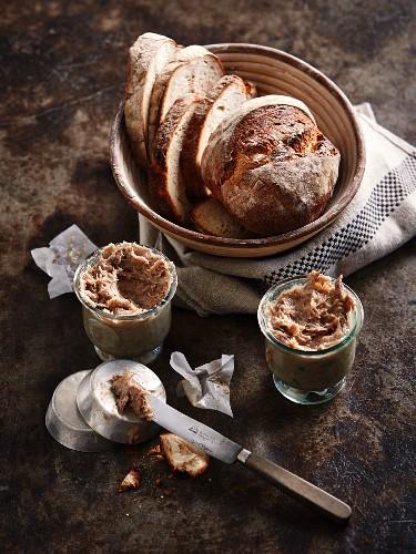 Entenrillette mit Brot