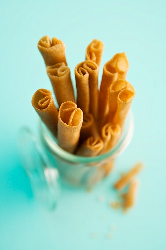 Cinnamon wafer rolls