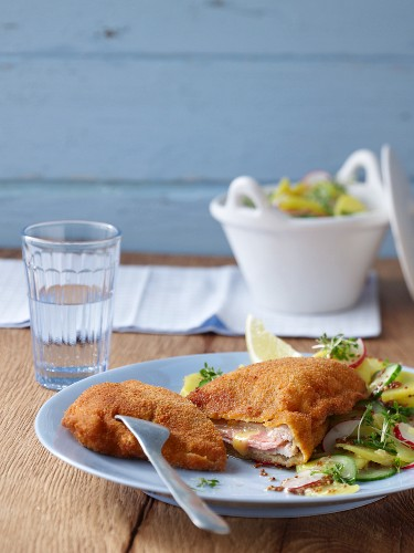Cordon Bleu mit Kartoffel-Gurken-Salat