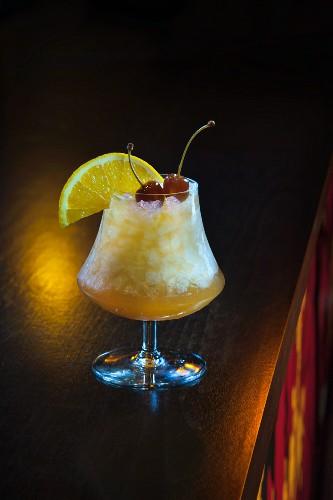 A citrus fruit cocktail on a bar (Buddha-Bar Hotel, Paris)