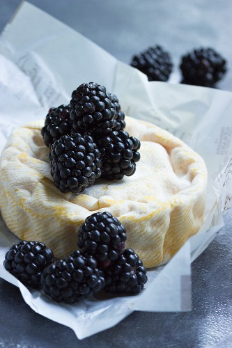 Unpasteurized cheese with fresh blackberries