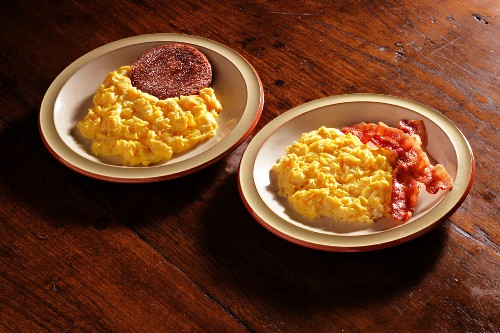 Scrambled egg with sausage and with crispy bacon