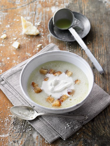 Potato and champagne soup with cream and croutons