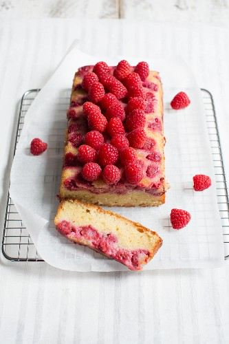 Lemon cake and raspberries, sliced