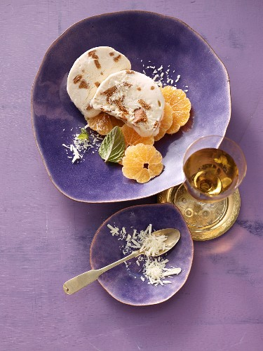 Gingerbread parfait on orange slices with grated white chocolate