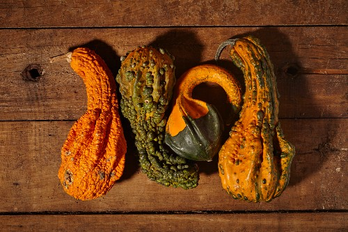Ornamental squash on a wooden surface (seen from above)
