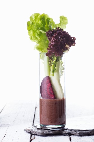 A vegetable smoothie made with lettuce, fennel and beetroot