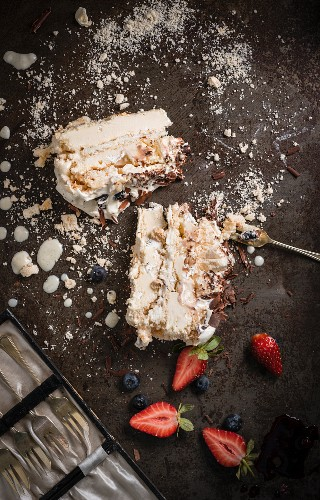 Ice cream Pavlova with macadamia nut nougat