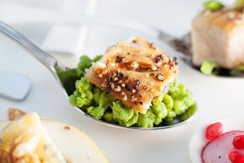 Peppered mackerel with mushy basil peas