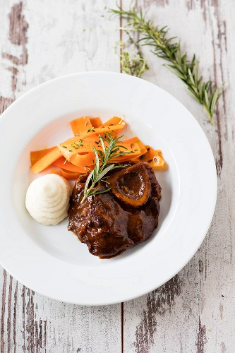 Osso buco with celery purée and carrot strips