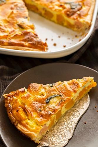 Pumpkin tart with blue cheese