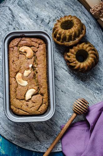 Millet loaf cake and mini millet and pumpkin Bundt cakes (vegan)