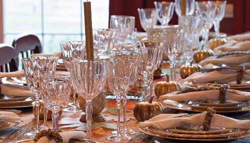 Festlich gedeckter Tisch zu Thanksgiving